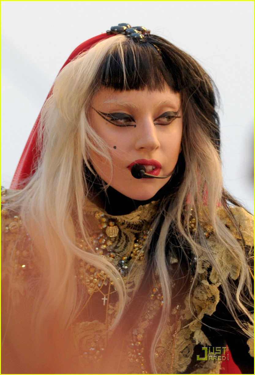 lady gaga judas performance cannes 03