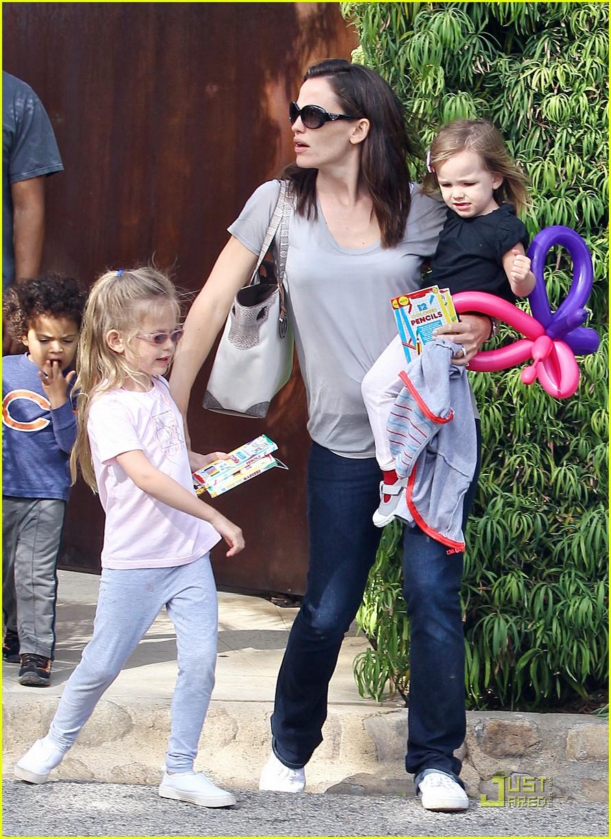 jennifer garner mothers day tobey maguire 082542121