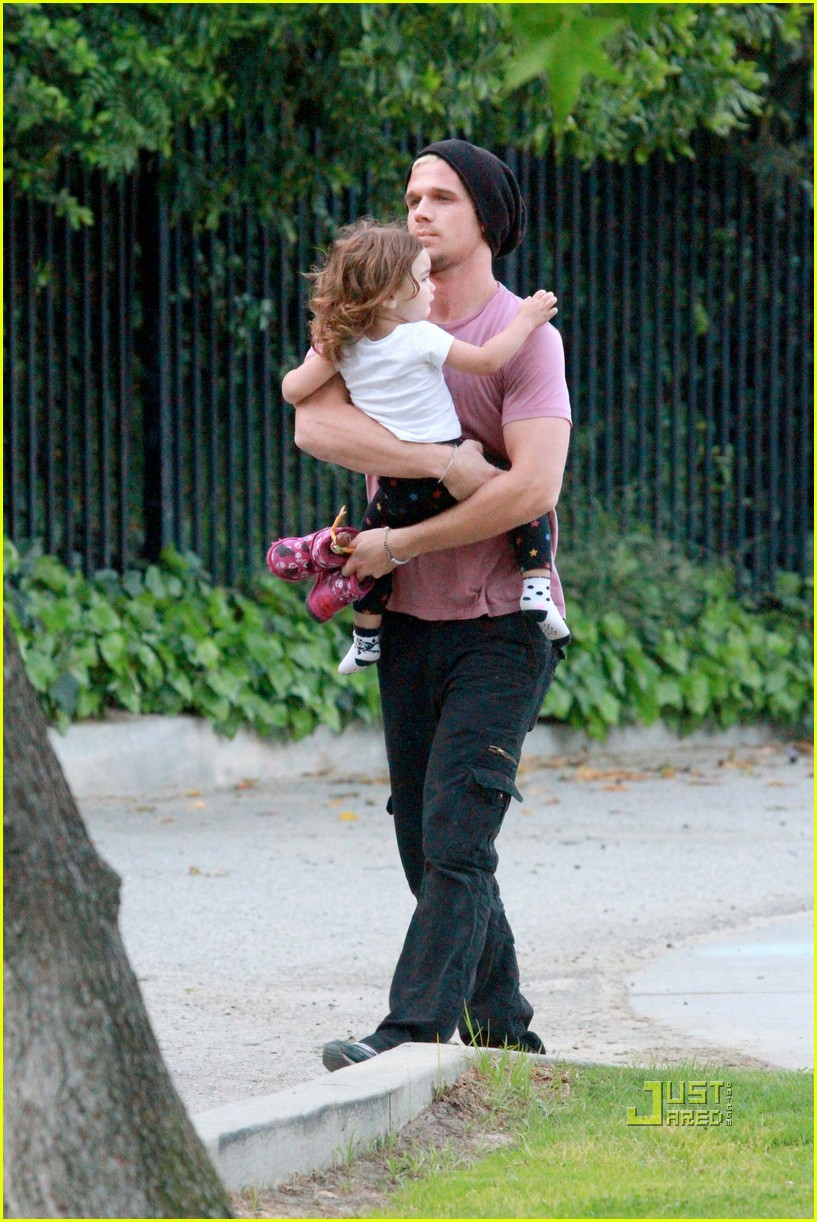 cam gigandet playground everleigh 03