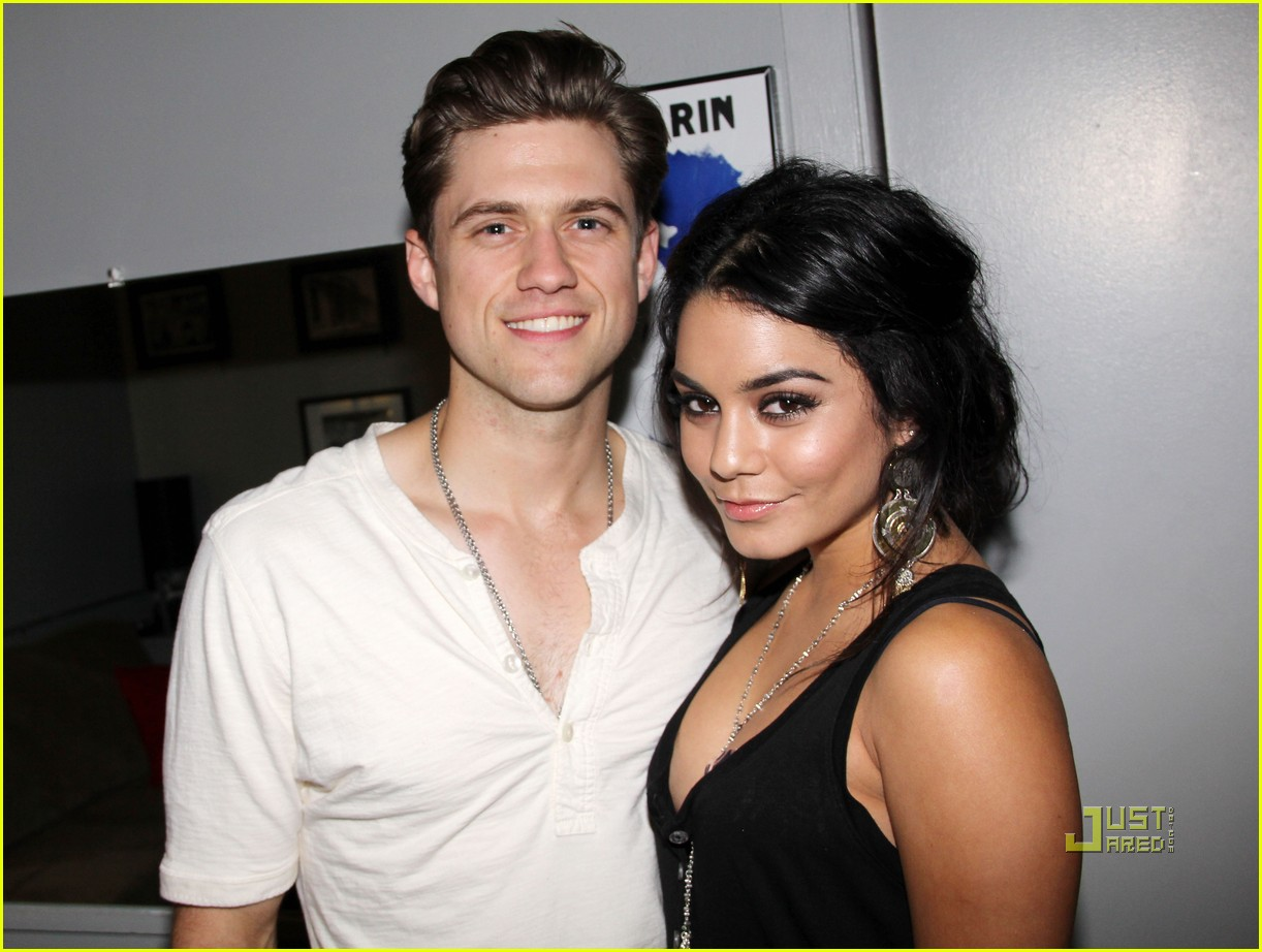 vanessa hudgens aaron tveit catch me if you can 01