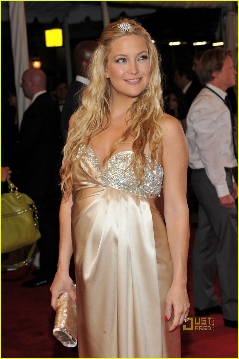 kate hudson met ball 2011 01 02