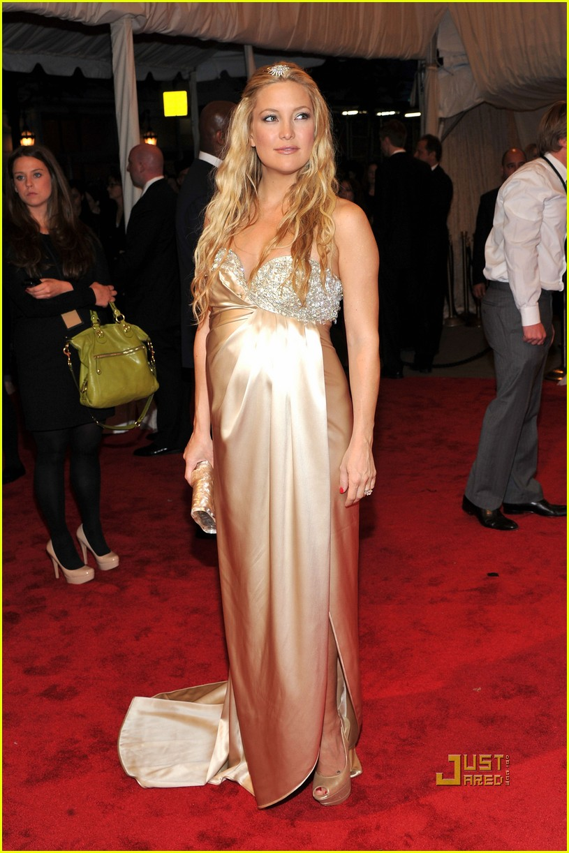 kate hudson met ball 2011 01 10