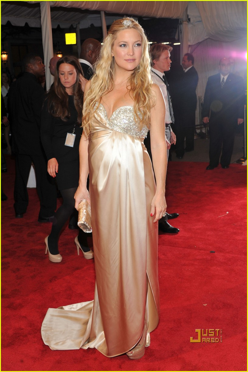 kate hudson met ball 2011 01 12