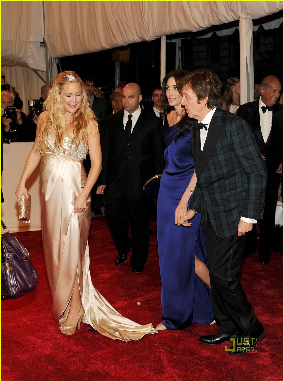 kate hudson met ball 2011 01 15