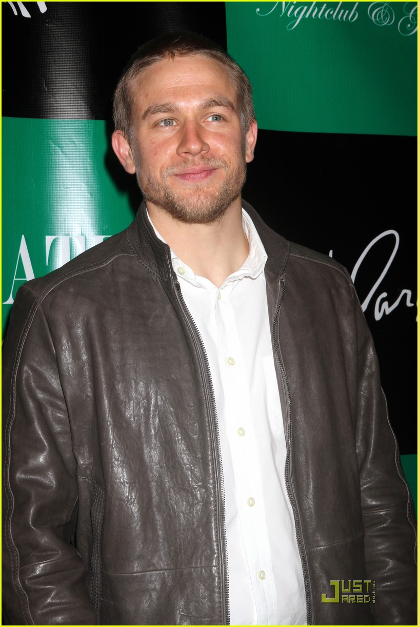 charlie hunnam chateau vegas 08