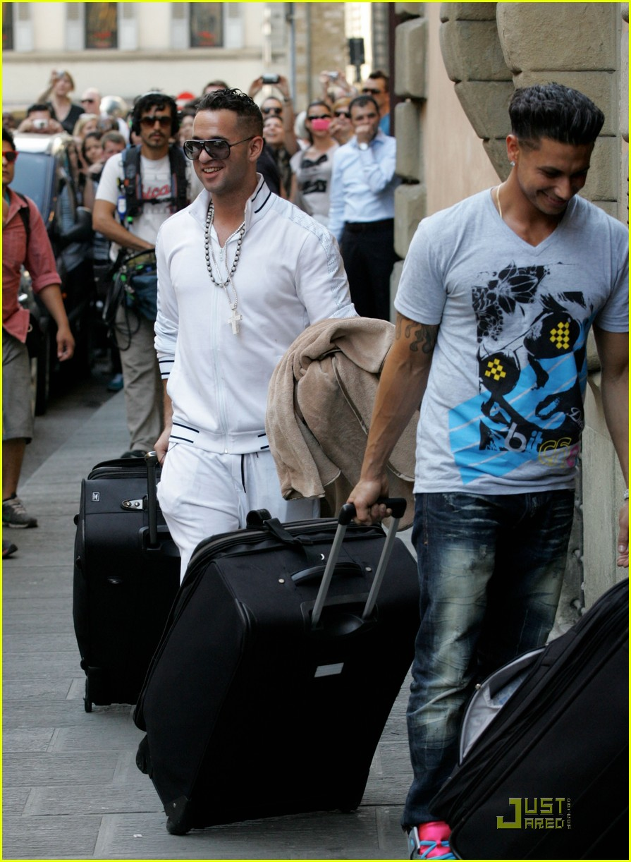 snooki the situation jersey shore cast arrives in italy 082543586