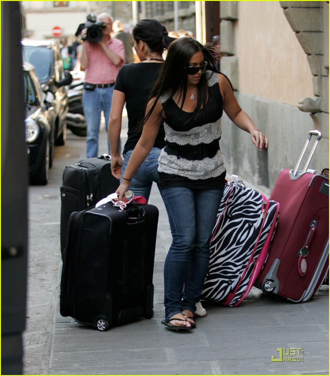 snooki the situation jersey shore cast arrives in italy 14