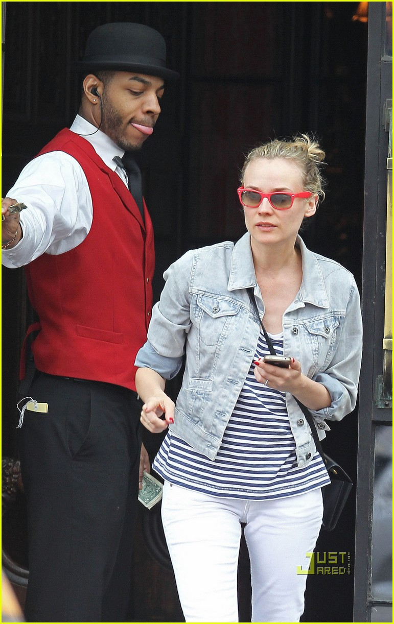 diane kruger joshua jackson kiss lunch east village 01