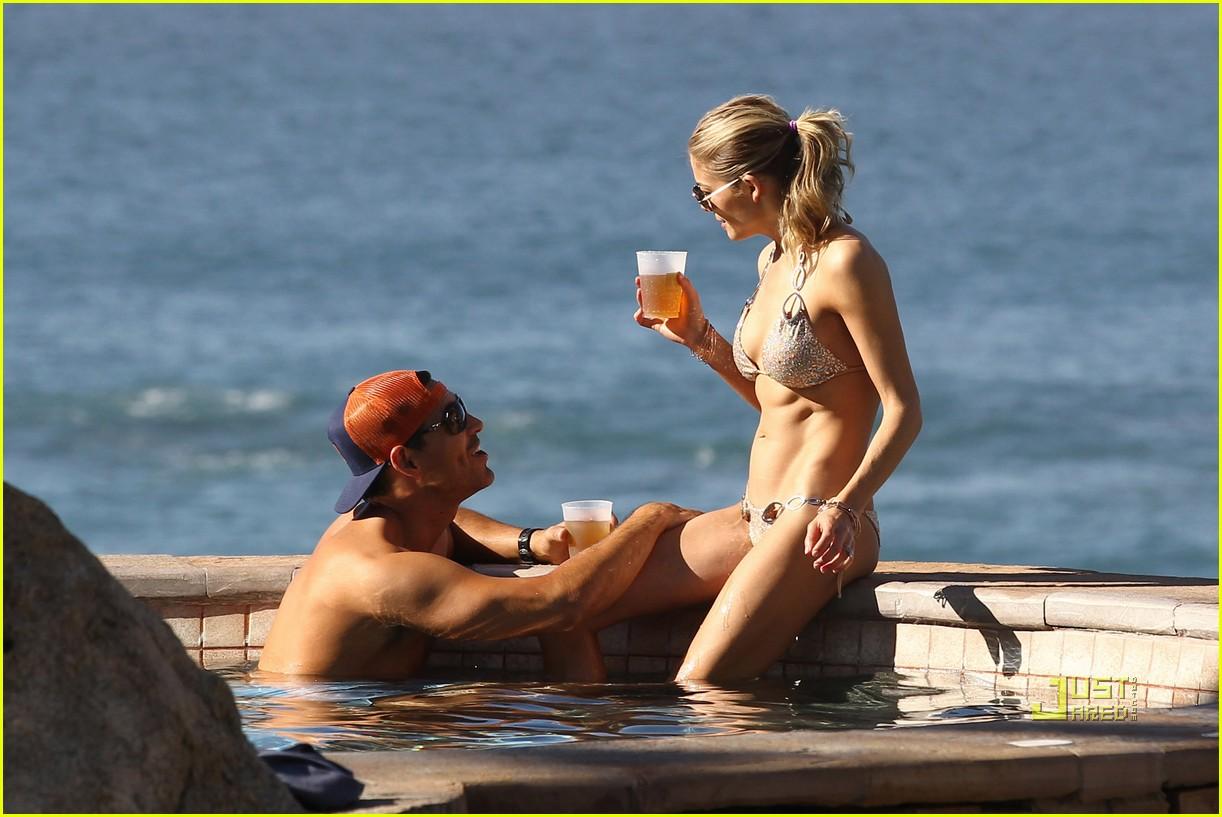 eddie cibrian leann rimes bikini esperanza 02