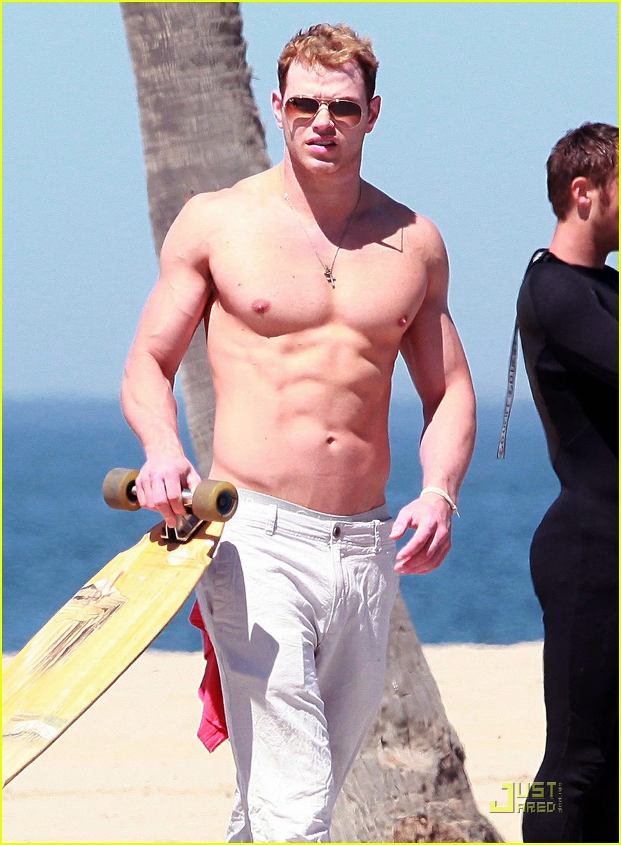 kellan lutz shirtless in venice beach 10