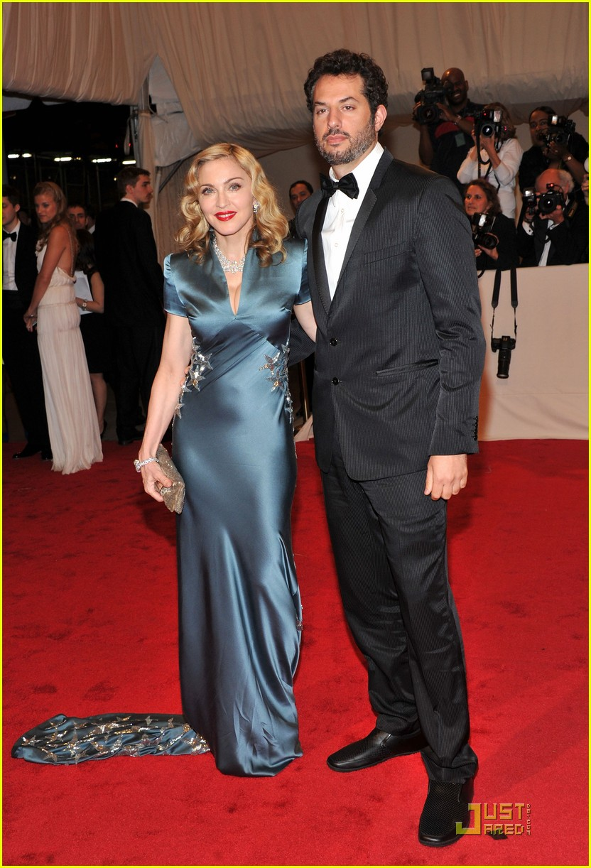 madonna met ball 2011 02