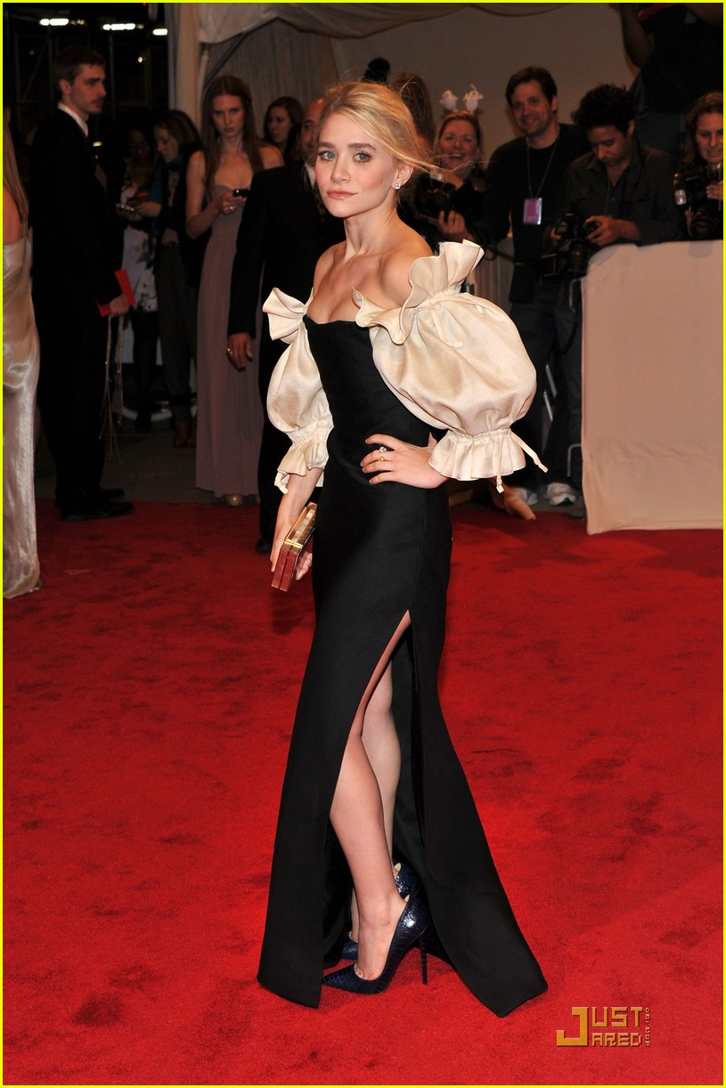 mary kate ashley olsen met ball 2011 02
