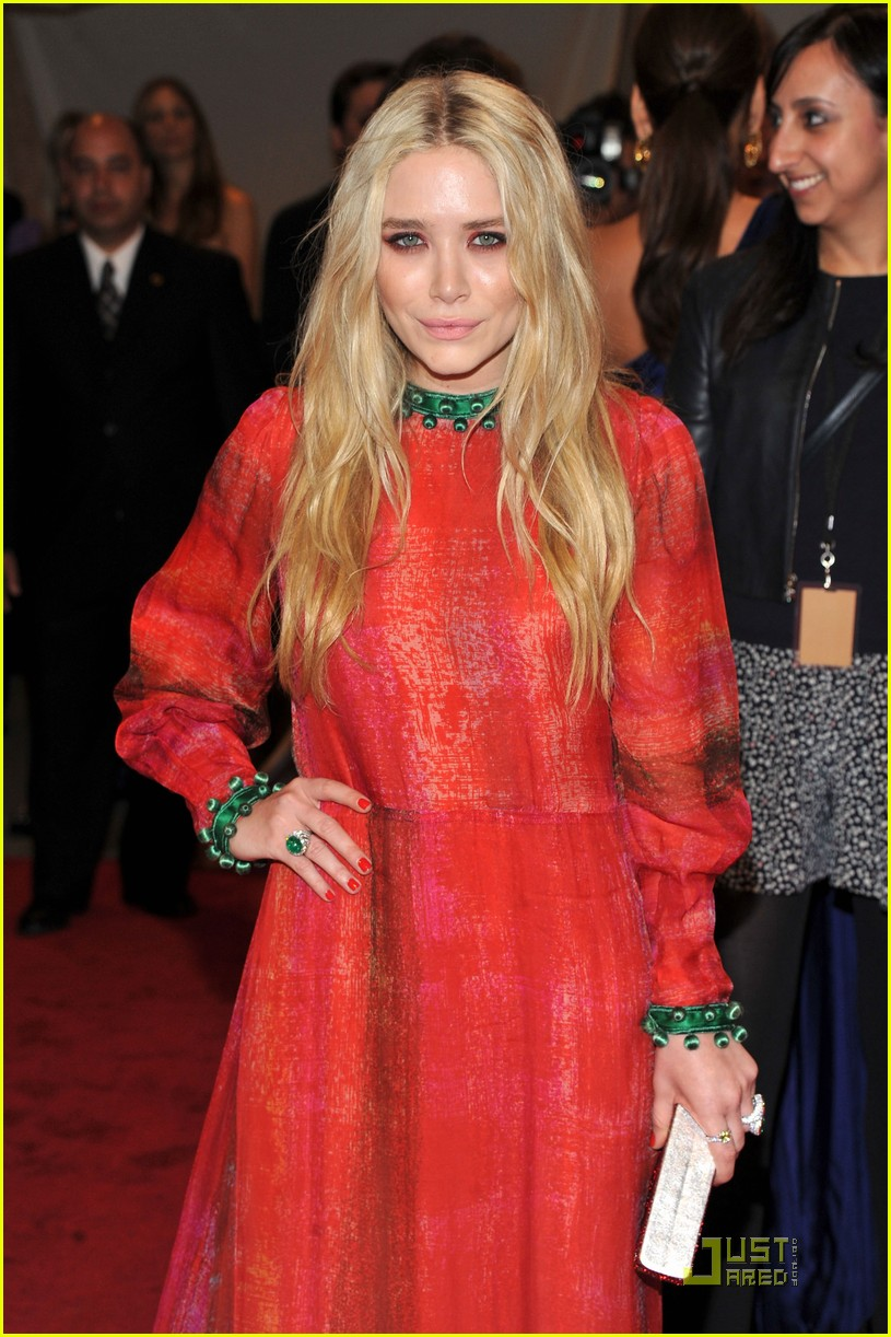 mary kate ashley olsen met ball 2011 07