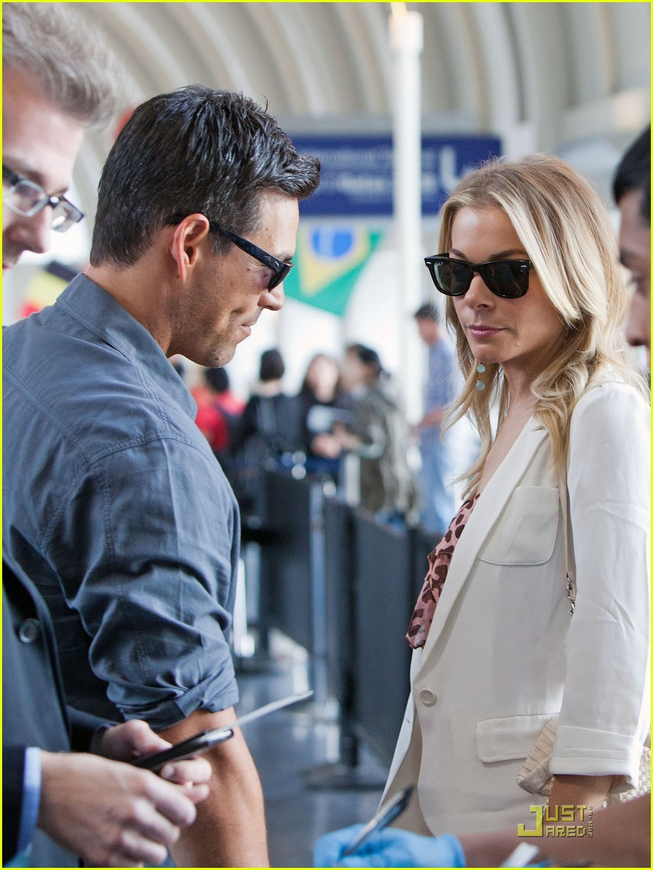 leann rimes eddie cibrian security smooch 012546561