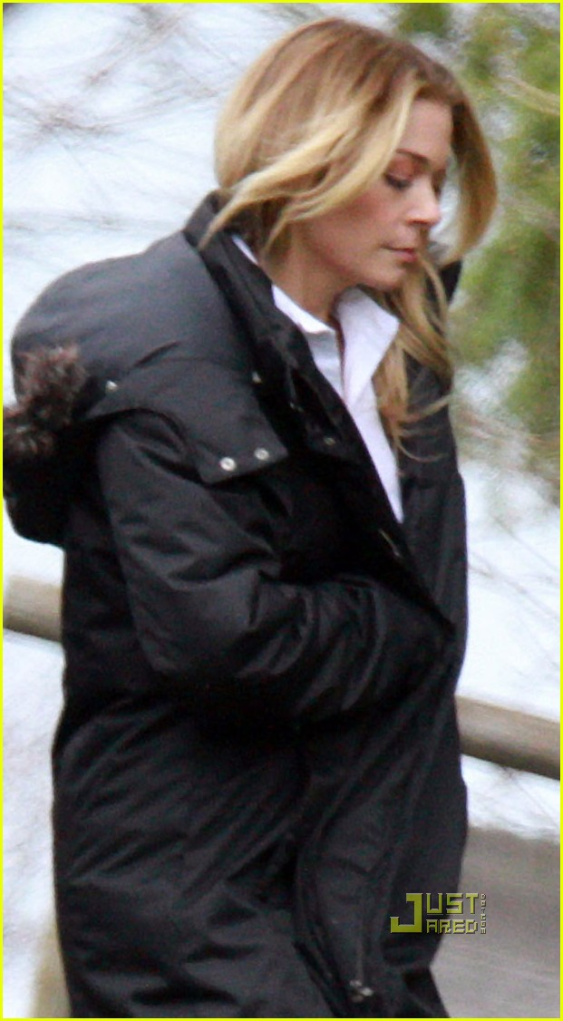 leann rimes toronto walking to set 05