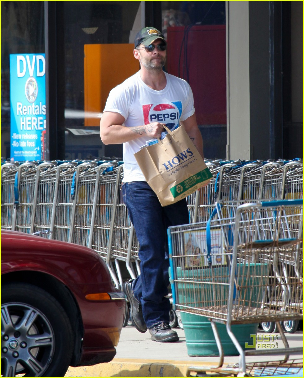 seann william scott pepsi shirt grocery store 08