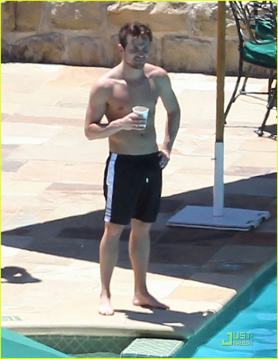 jared followill shirtless 03