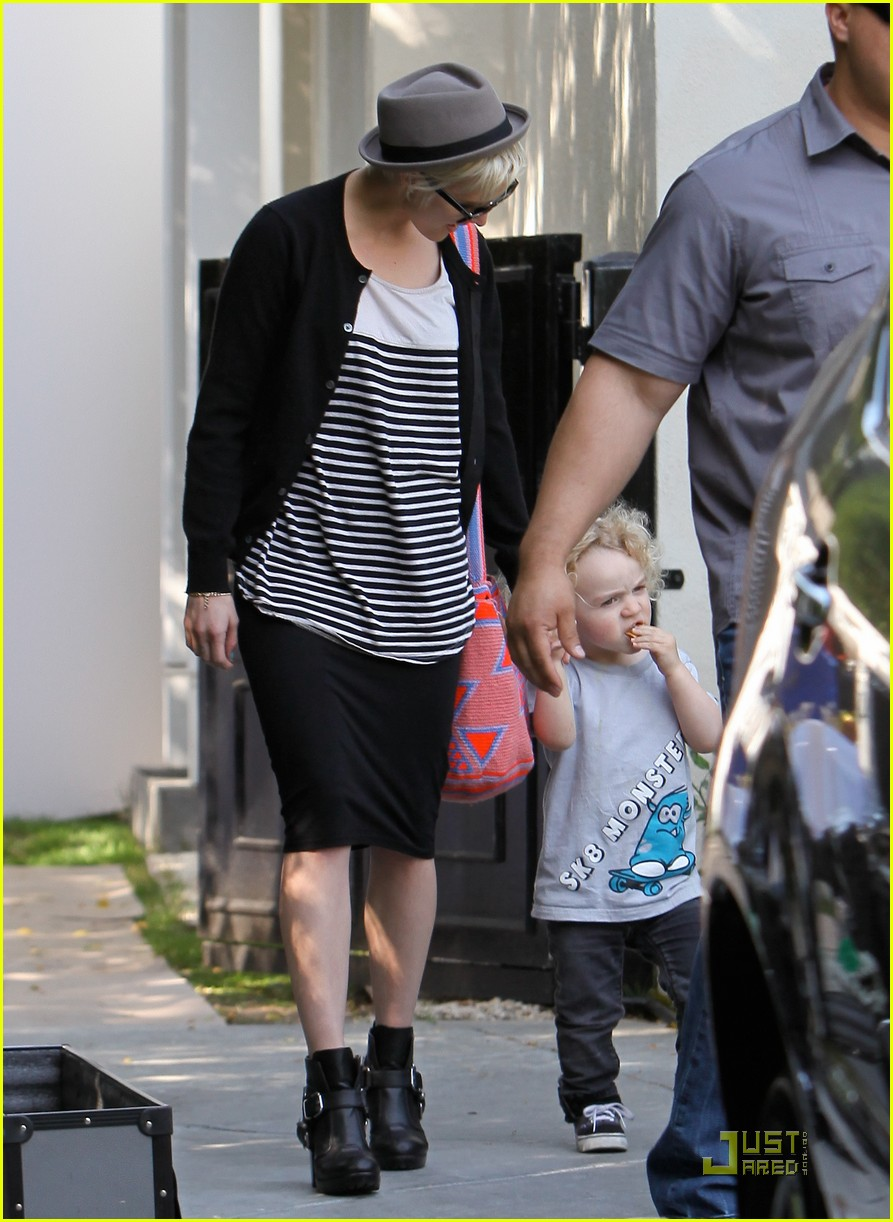 jessica simpson family visit at photo shoot 15