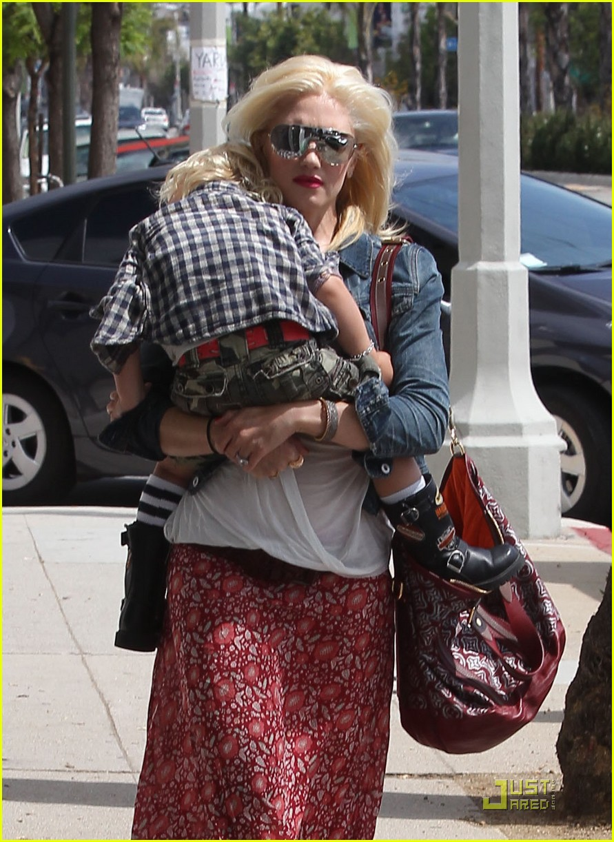 gwen stefani family outing 02