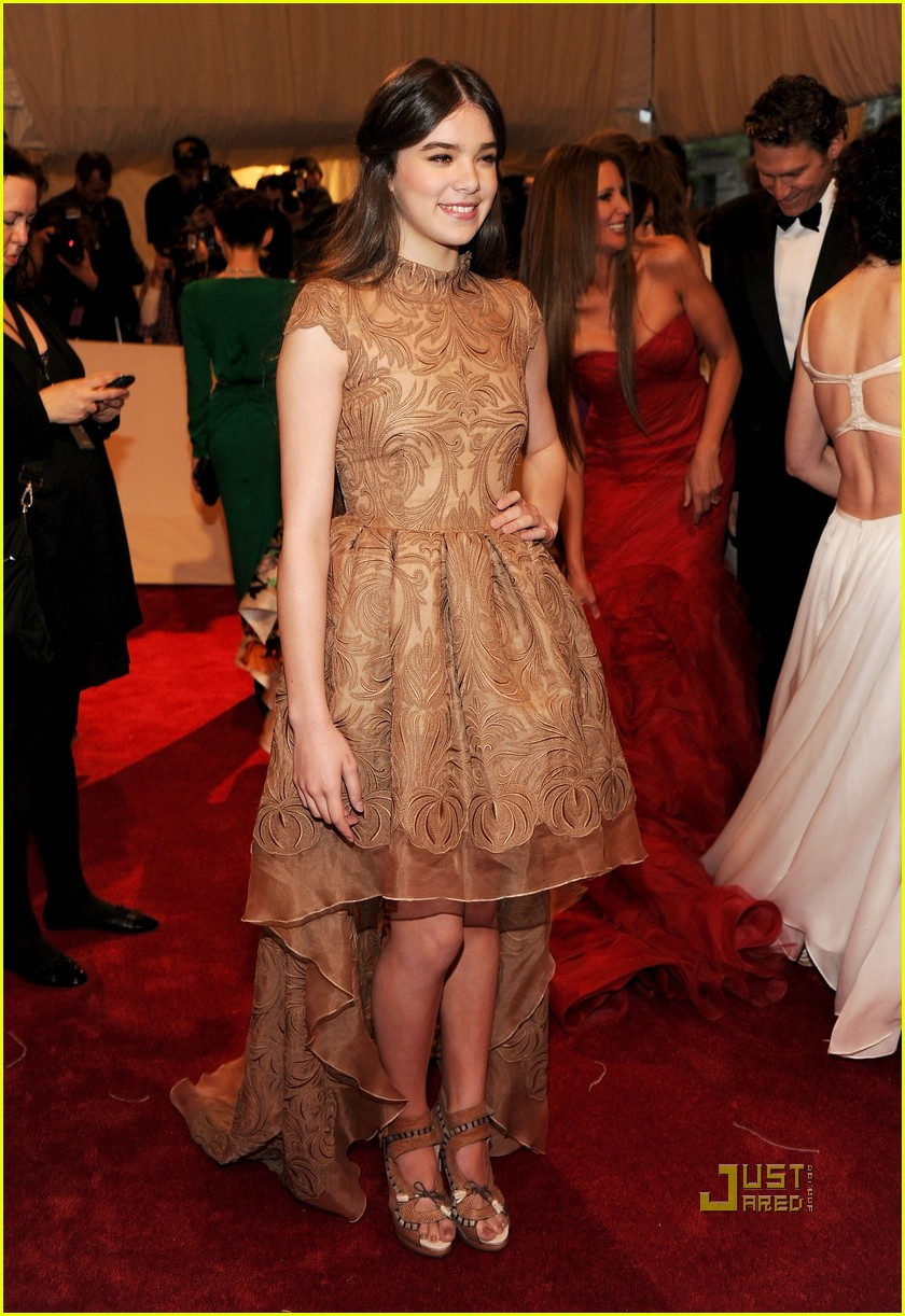 hailee steinfeld met ball 2011 04