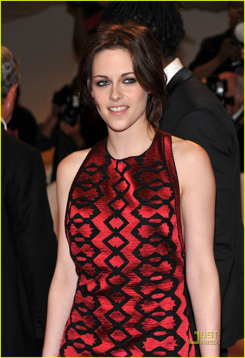 kristen stewart met ball 2011 02
