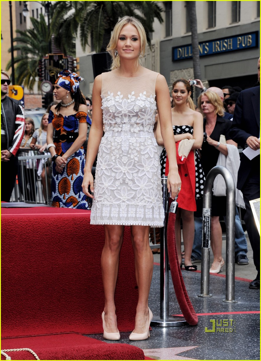 carrie underwood star walk of fame simon fuller 01
