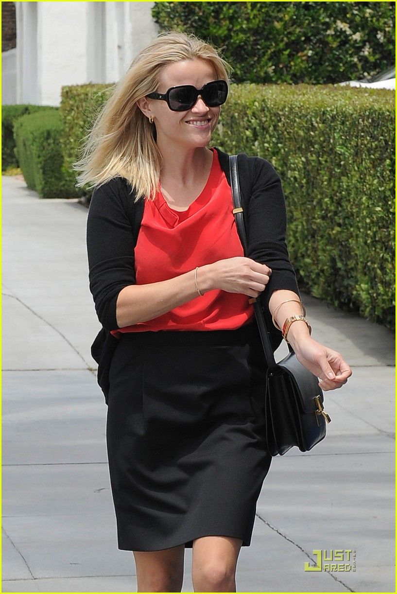reese witherspoon blue plate oysterette visit 09