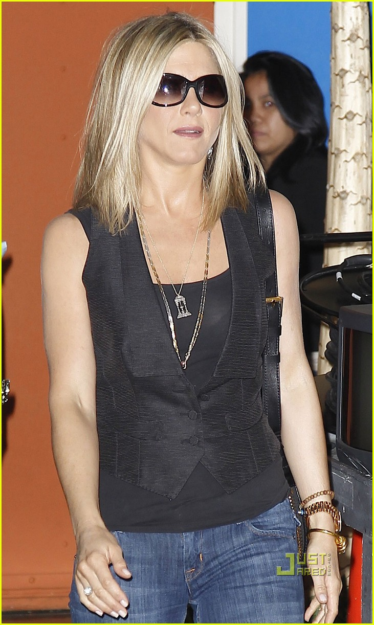 jennifer aniston black top nyc 02