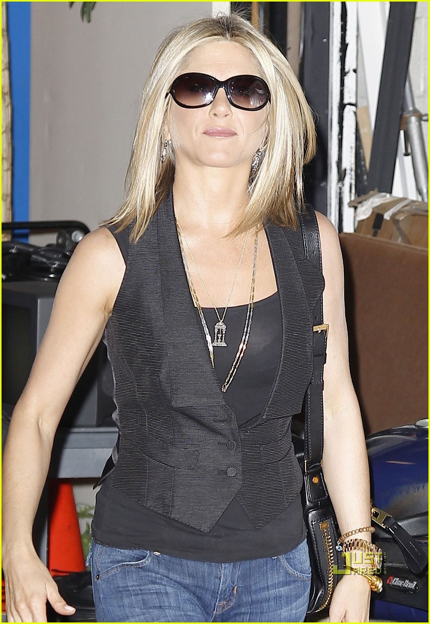 jennifer aniston black top nyc 052555861