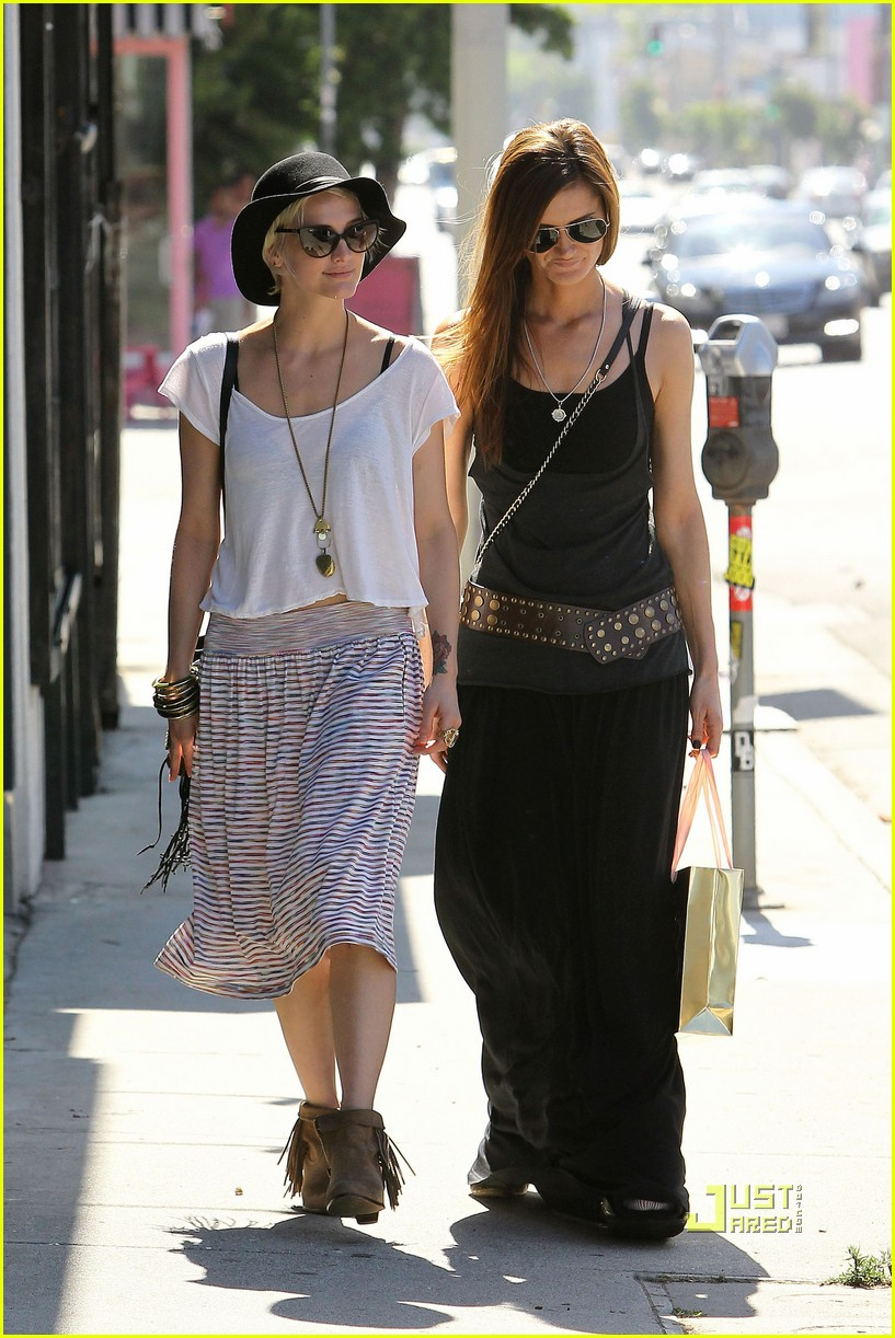 ashlee simpson friend shopping 02