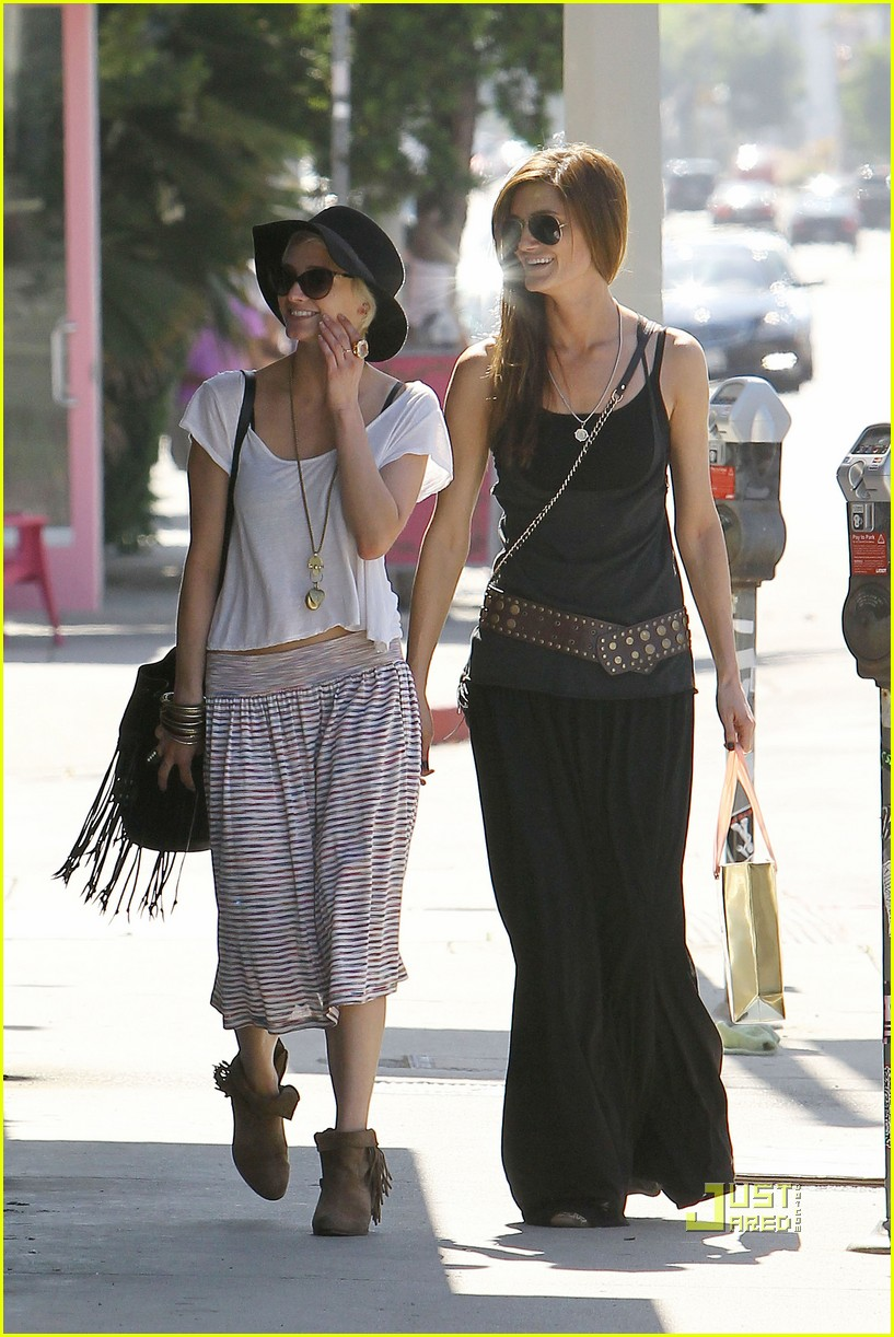 ashlee simpson friend shopping 16