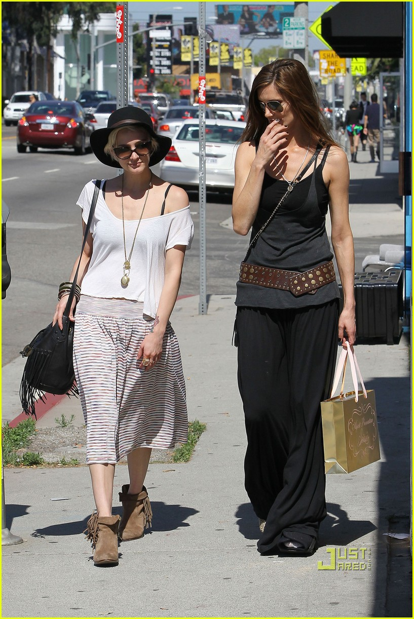 ashlee simpson friend shopping 17