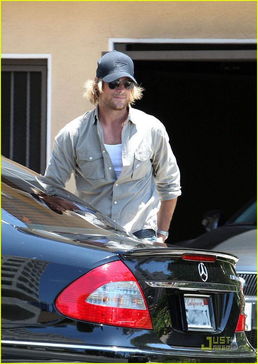 gabriel aubry picks nahla up from school 022556382