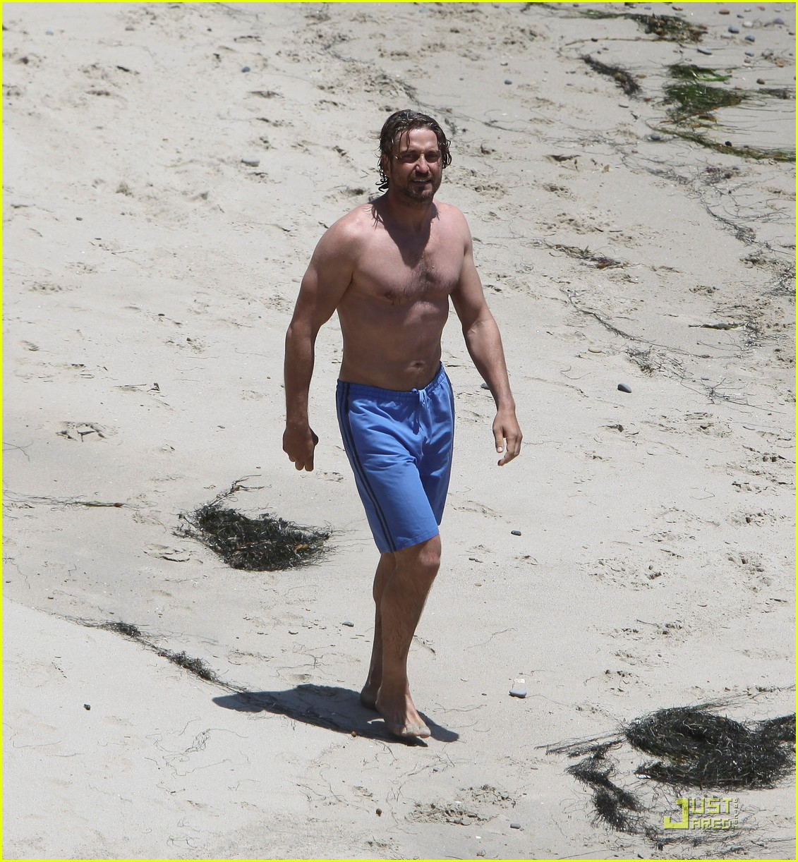 gerard butler shirtless stroll with mystery gal 16