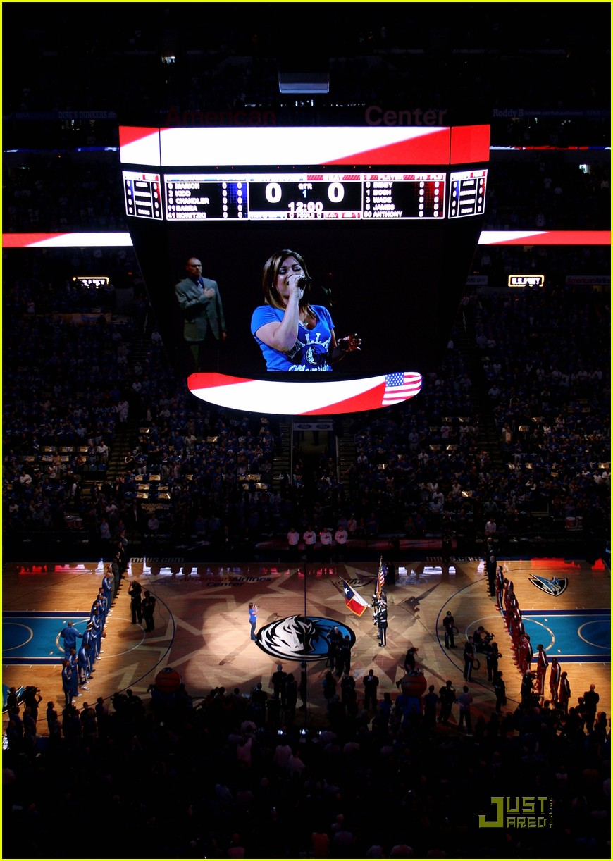 kelly clarkson nationa anthem nba game 02