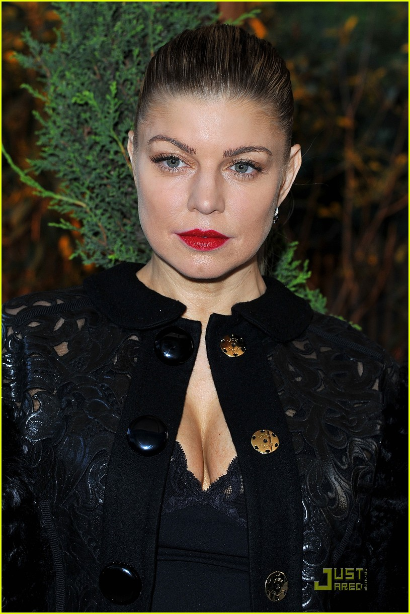 fergie amfar paris inspiration gala with marc jacobs 02