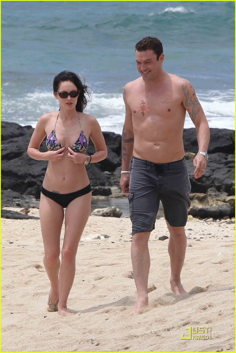 megan fox brian austin green hawaii beach 04