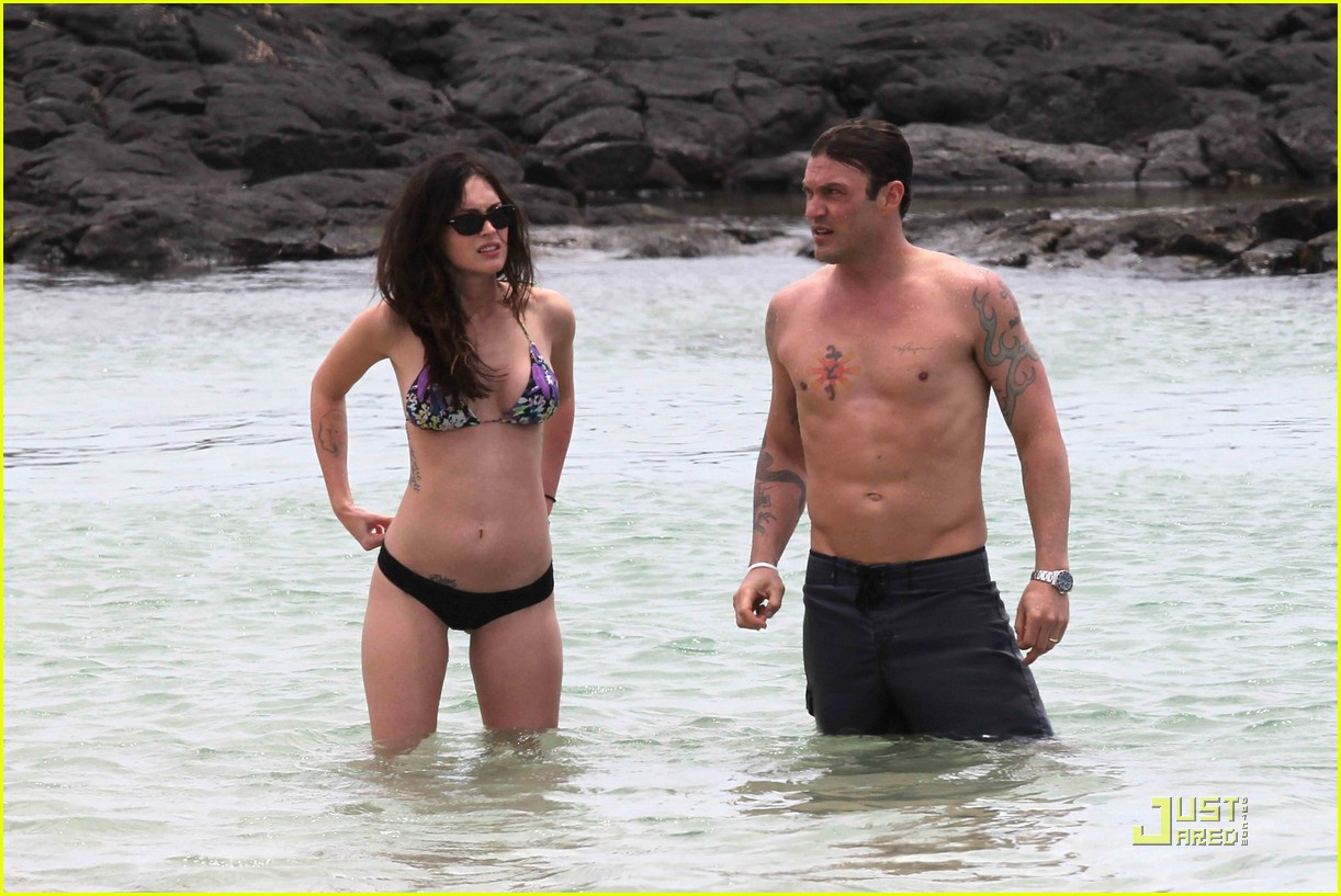 megan fox brian austin green hawaii beach 11