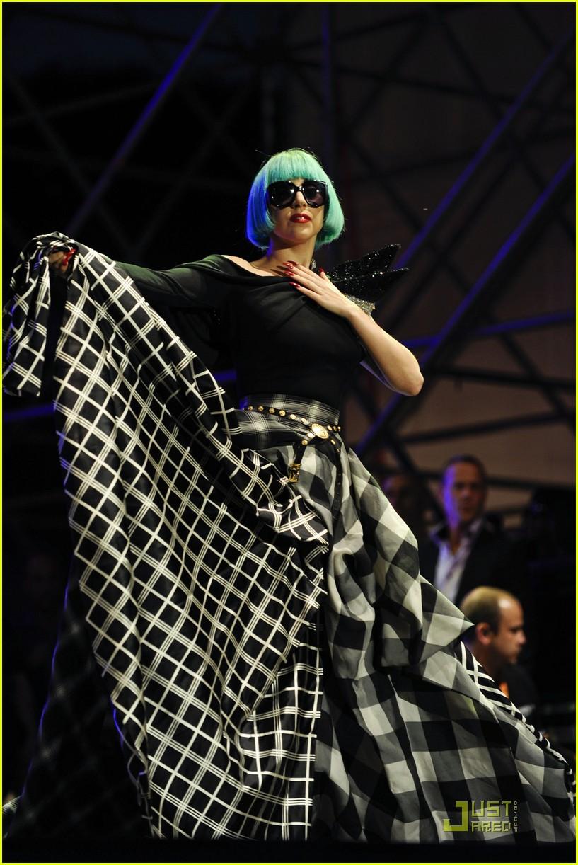 lady gaga roma europride 2011 performance 01