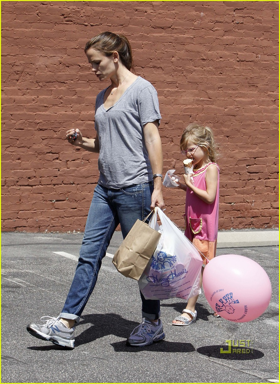 jennifer garner violet ice cream 03