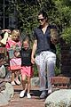 jennifer garner piggyback ride for violet 13