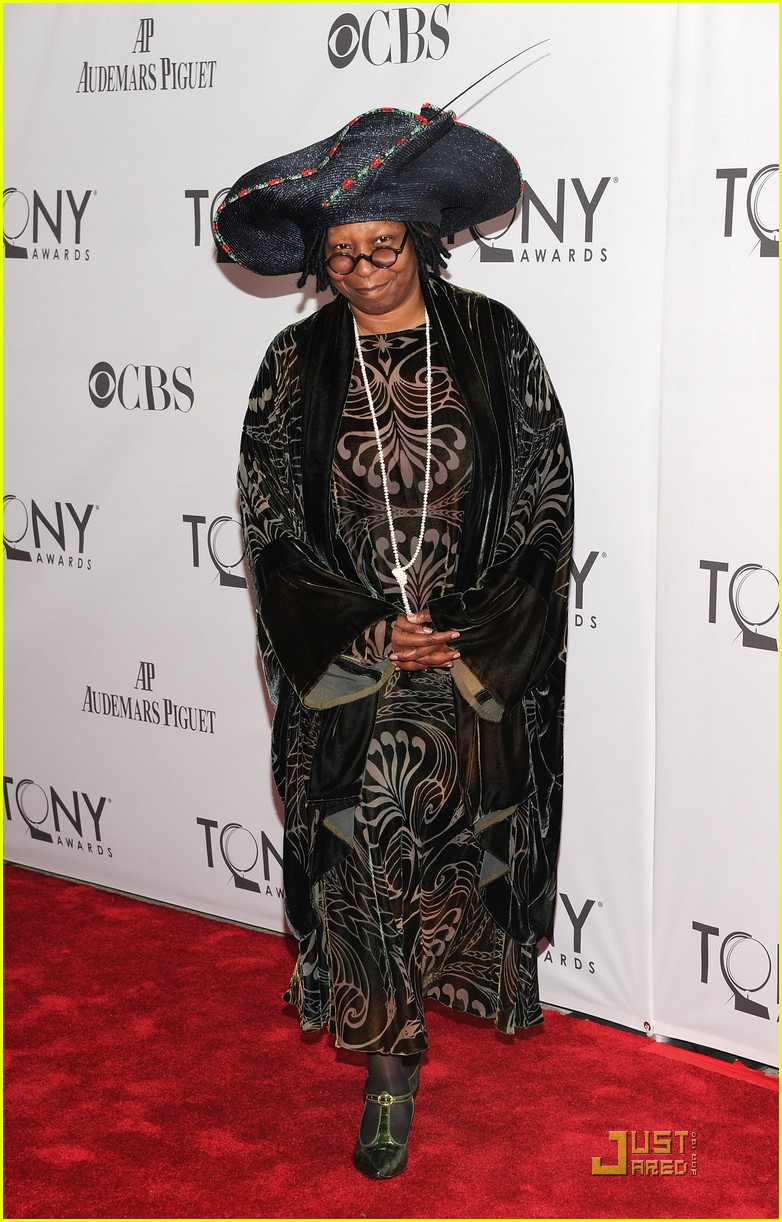 whoopi goldberg tony awards 2011 01