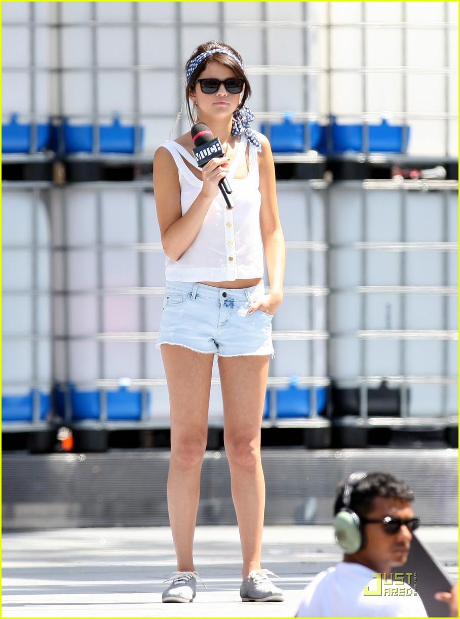 Selena Gomez Muchmusic Video Awards 2011 Red Carpet