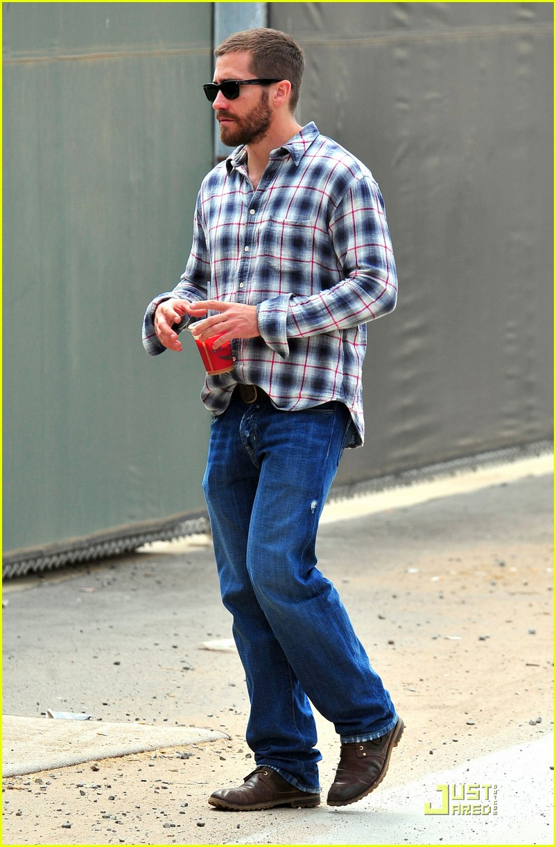 jake gyllenhaal lunches with peter sarsgaard 10