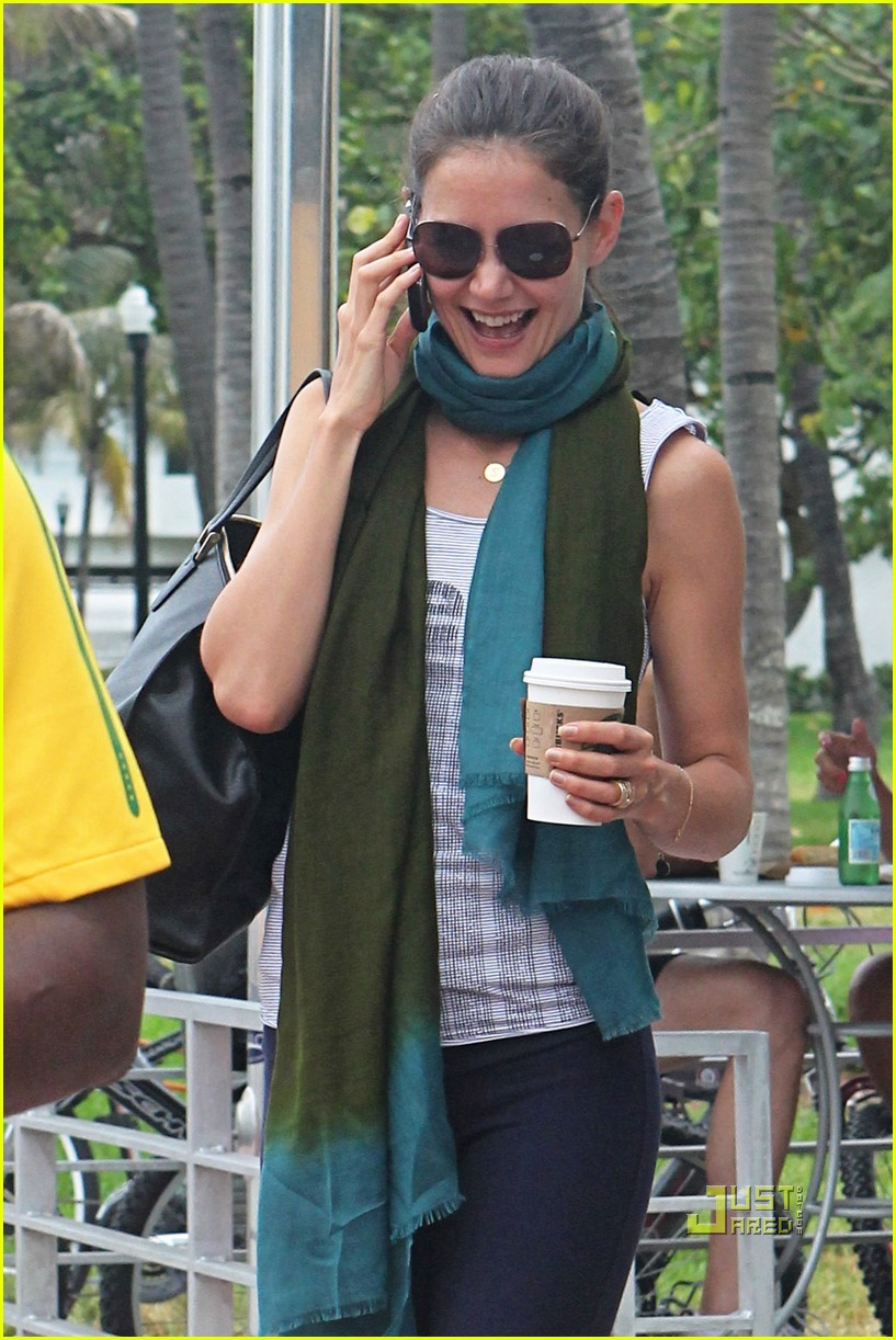 katie holmes tom suri family day coffee 06