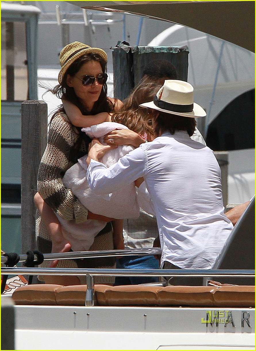 katie holmes tom suri family day coffee 09