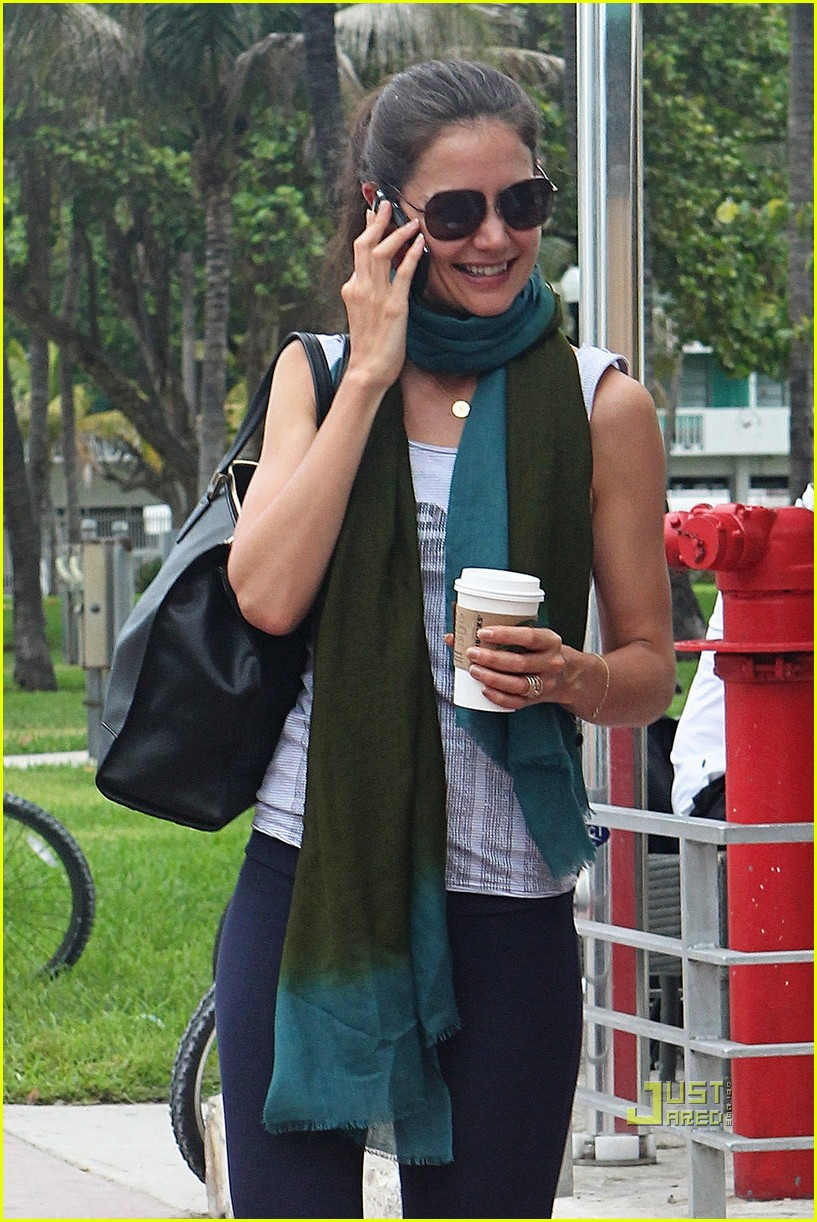 katie holmes tom suri family day coffee 22