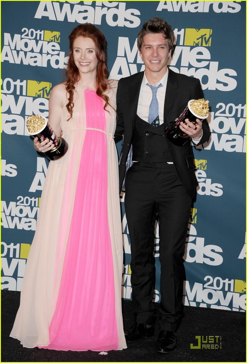 bryce dallas howard julia jones mtv movie awards 2011 02