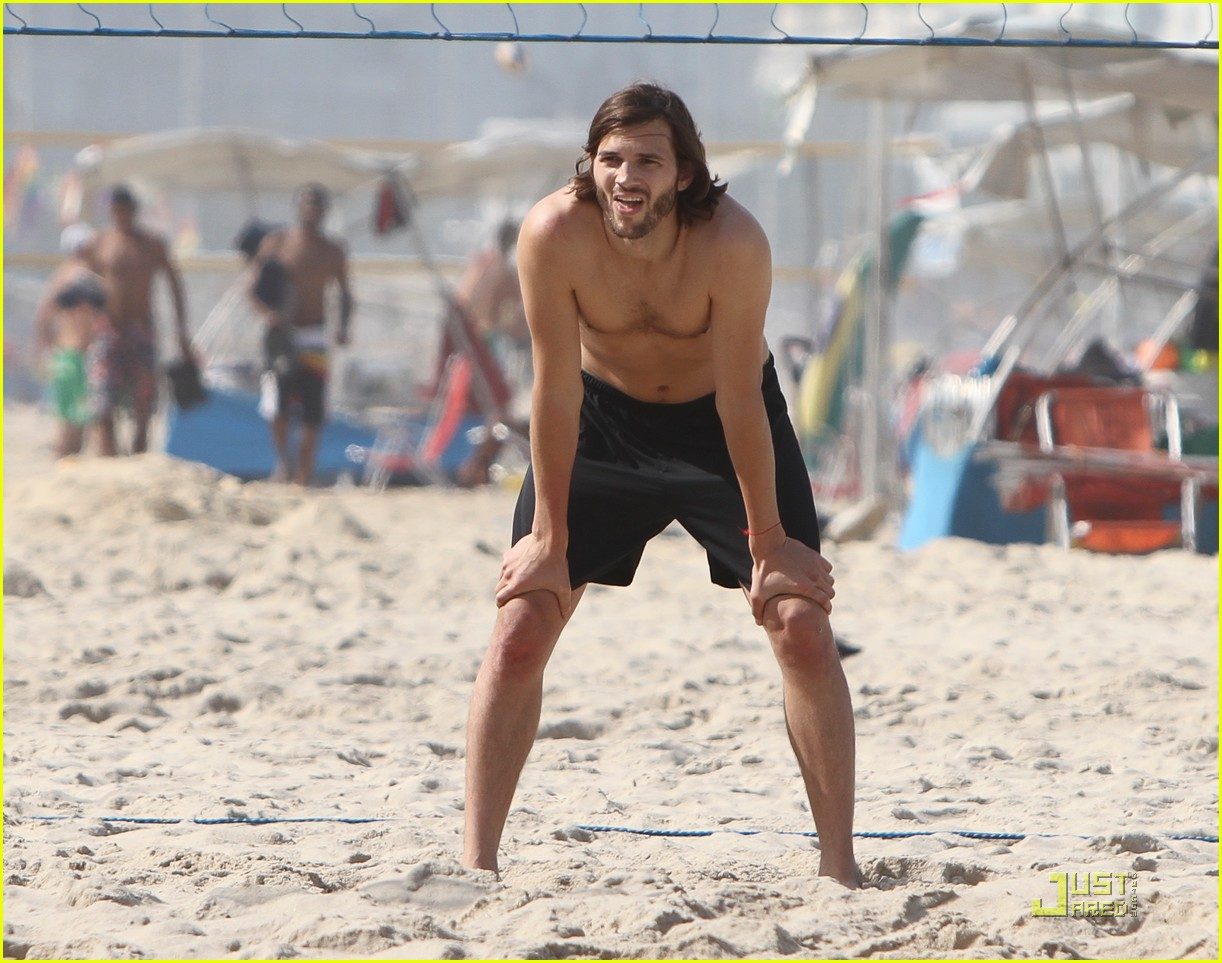 ashton kutcher beach volleyball 01