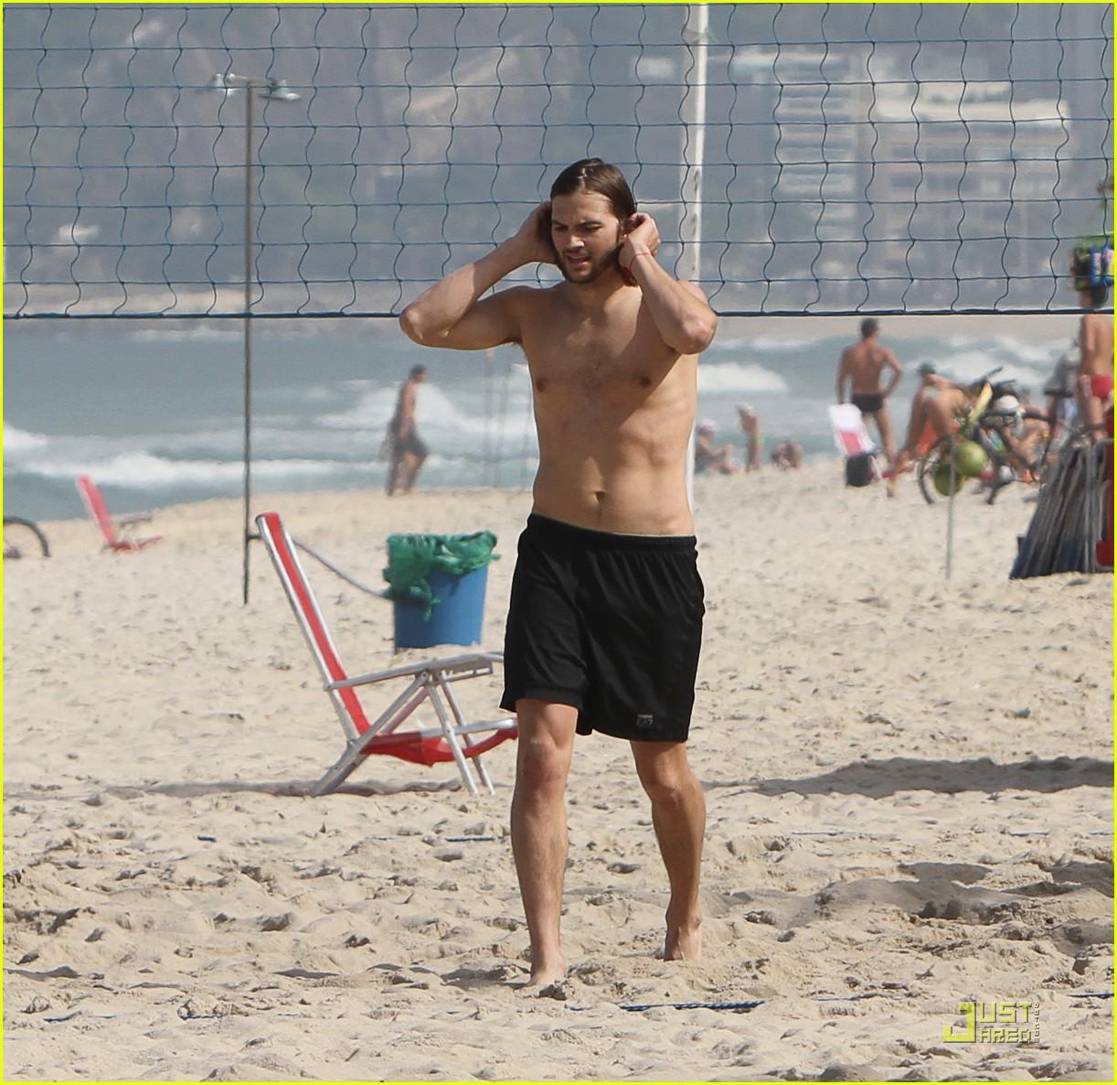 ashton kutcher beach volleyball 06